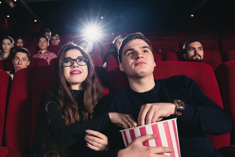 Chiêm bao thấy đi xem phim rạp với bạn gái đánh con 23 - 89
